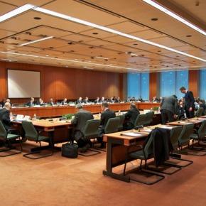 «Ρήγμα» στην ομάδα διαπραγμάτευσης – Ασφυκτική πίεση στην κυβέρνηση στο Brussels Group Εσπευσμένη μετάβαση συνεργατών του Αλ. Τσίπρα στις Βρυξέλλες – Σενάριο για αναβολή έως το «παρά 1'» της συνεδρίασης τουEurogroup