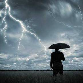 H τέλεια καταιγίδα: Ρήξη ή συμφωνία με τους δανειστές στοEurogroup;