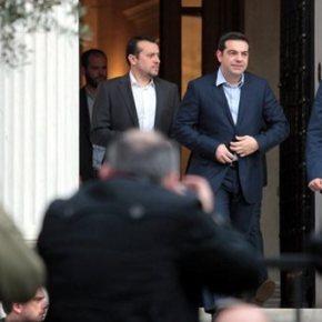 """Τσίπρας: Επιτάχυνση μεταρρυθμίσεων – Μαξίμου: Κανένα πρόβλημα για μισθούς & συντάξεις """"Πριν τις εκλογές είχαν ξεκινήσει οι καταστροφολογικές προβλέψεις για το τι θα συνέβαινε στην Ελλάδα με κυβέρνηση κοινωνικής σωτηρίας. Ενάμιση μήνα διαψεύδουμε στην πράξη αυτά τασενάρια"""""""