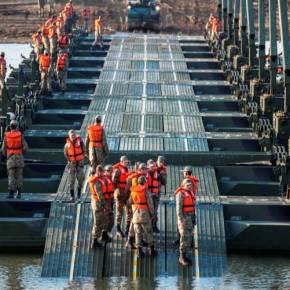 ΕΞΟΠΛΙΖΟΝΤΑΙ ΚΑΙ ΑΣΚΟΥΝΤΑΙ ΓΙΑ ΤΗΝ ΔΙΑΒΑΣΗ ΤΟΥ ΠΟΤΑΜΟΎ -BINTEO_ΦΩΤΟ-Νέες ασκήσεις της τουρκικής 1ης Στρατιάς στην Α. Θράκη: Στήνουν «γέφυρες πολέμου» για τονΈβρο