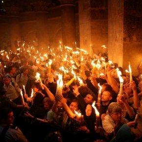 ΑΓΙΟΝ ΦΩΣ: Το θαύμα του Μεγάλου Σαββάτου στον Τάφο ΤουΧριστού!