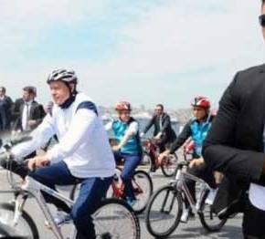 ΤΡΕΛΟ ΓΕΛΙΟ! Ποδηλάτης α λα ΓΑΠ ο Ερντογάν(ΒΙΝΤΕΟ)