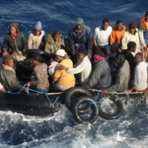 «Εξέγερση» μεταναστών! Καίνε το κέντρο υποδοχής στο Βαθύ τηςΣάμου!