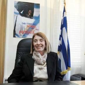 Καταχαρούμενη η κυρά Τασία: Θα της δώσουν και κονδύλια για να γεμίσει την Ελλάδαλαθρομετανάστες