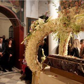 Στην Πλάκα για την λειτουργία του Επιταφίου ο Αλέξης ΤσίπραςΜαζί του ήταν η σύζυγός του και ο Γαβριήλ Σακελλαρίδης Στην Πλάκα για την λειτουργία του Επιταφίου ο ΑλέξηςΤσίπρας