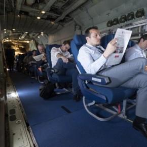 Ο Τσίπρας «ιπτάμενος και τζέντλεμαν» σε C -130 με προορισμό τη Ρίγα –ΦΩΤΟ