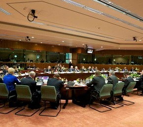 Την Τρίτη στο Brussels Group το συμβιβαστικό σχέδιο της Κομισιόν Καθοριστική η στάση του ΔΝΤ που ίσως υπογράψει την αποτίμηση χωρίς να συμφωνεί στην εκταμίευση πριν από τονΣεπτέμβριο