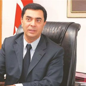 Ο υπουργός Εξωτερικών του παράνομου κατοχικού καθεστώτος στη Κύπρο Οζντίλ Ναμί, ο νέος διαπραγματευτής των Τουρκοκυπρίων για τις συνομιλίες στοΚυπριακό