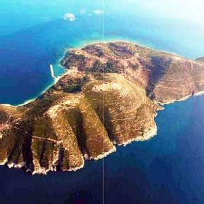 Πως η Νήσος Σάσων από ελληνικό νησί κατέληξε Αλβανική ναυτική βάση και τώρα τουριστικήατραξιόν