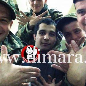 ΣΟΚ-Αλβανοί που υπηρετούν στον Ελληνικό Στρατό σχηματίζουν με τα χέρια τους τον αλβανικό αετό..Τα ξέρει αυτά ο ΠάνοςΚαμμένος;;;