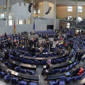 Βερολίνο: Πολιτική λύση στο ελληνικό πρόβλημα Αλλά και «φάλτσα» του Σόιμπλε, που πρόσφερε πάλι βοήθεια γιαgrexit