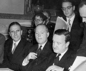 Σαν σήμερα το 1953, η Ελλάδα διέγραψε το χρέος τηςΓερμανίας