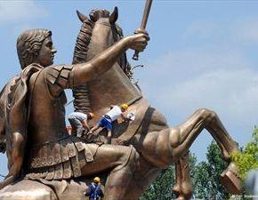 Μισό δισ. ευρώ στοιχίζει το σχέδιο «εξαρχαϊσμού» των Σκοπίων Είναι γνωστό και ως σχέδιο «Σκόπια2014»