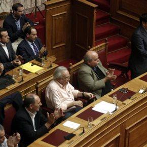 Η ψηφοφορία της Τετάρτης κρίνει: δεδηλωμένη, εκλογές και ενδεχόμενο αλλαγής του εκλογικού νόμου «Δεν θα αναλάβουμε πρωτοβουλία, αλλά αν τεθεί από άλλους δεν μπορεί να αποκλειστεί η συζήτηση», αναφέρει κορυφαίο κυβενρητικόστέλεχος