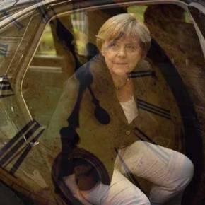 Κορυφαίοι οικονομολόγοι προς Μέρκελ: «Η ιστορία θα σε θυμάται για τις πράξεις σου απέναντι στηνΕλλάδα»