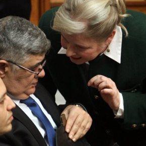 Δίκη ΧΑ: Αίρεται ο κατ'οίκον περιορισμός για Μιχαλολιάκο –Ζαρούλια