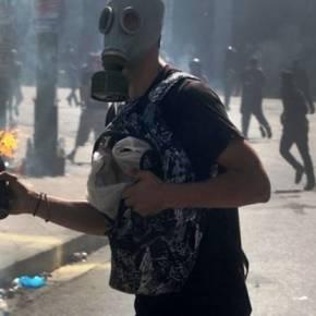 Ξέσπασαν επεισόδια από κουκουλοφόρους στο Σύνταγμα – 100 παρακρατικοί διέλυσαν πορεία κατά τουΜνημονίου