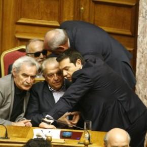 Χάος στον ΣΥΡΙΖΑ – Δραματικό μήνυμα Φλαμπουράρη στο εσωτερικό και στο εξωτερικό: «Ορισμένοι επιμένουν να οδηγήσουν τη χώρα μας εκτός τηςΕυρωζώνης»