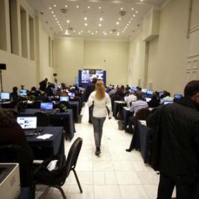 699 ΕΚΠΡΟΣΩΠΟΙ ΑΠΟ 44 ΧΩΡΕΣ Πλημμύρισε με δημοσιογράφους από όλο τον κόσμο η Αθήνα για τοδημοψήφισμα
