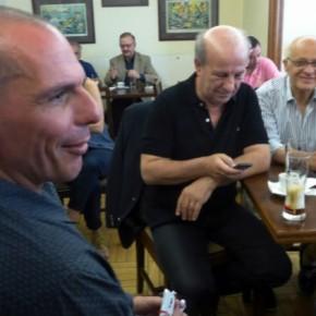 Ο διάλογος του Βαρουφάκη με δημοσιογράφους στο καφενείο τηςΒουλής