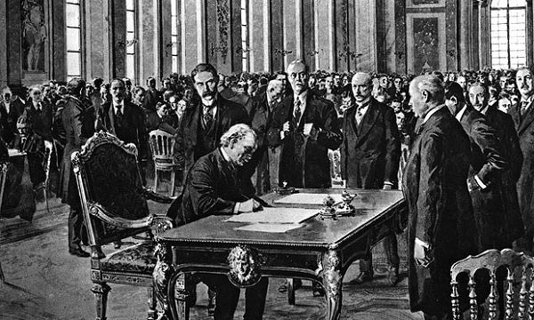 Versailles-treaty-signing-012-600x360