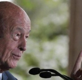 """ΜΕΙΝΑΜΕ ΧΩΡΙΣ «ΣΥΜΜΑΧΟΥΣ»: «Η συμμετοχή της Ελλάδας στην ευρωζώνη πρέπει να ανασταλεί» δηλώνει ο φιλέλληνας Ζισκάρ Ντ""""Εστέν"""