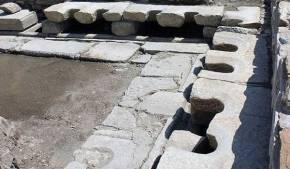 Στην αρχαία Στρατονίκεια της Καρίας βρέθηκαν μαρμάρινες δημόσιες τουαλέτες!(φωτο)