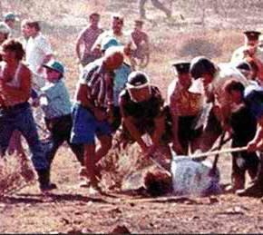 ΔΕΝ ΞΕΧΝΩ – ΤΑΣΟΣ ΙΣΑΑΚ… Όταν οι Γκρίζοι Λύκοι, με την ανοχή του ΟΗΕ, τον δολοφονούσαν ενψυχρώ…