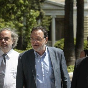 Επίθεση σε σκληρό ροκ επιλέγει ο Λαφαζάνης Κατηγορεί τον Τσίπρα για κωλοτούμπα, περιμένει τη…Ζωή