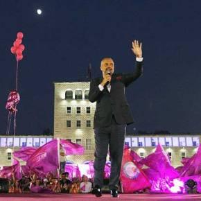 Ο επικίνδυνος Αλβανός πρωθυπουργός που δηλώνει «μηφιλέλληνας»
