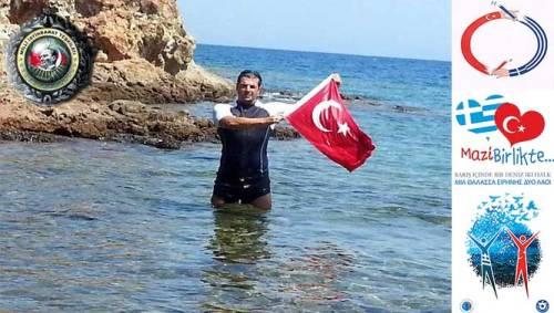 Turkish-flag-Greece-6-22-08-2015--666