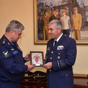 Την εικόνα του «Τιμωρού Αρχάγγελου» προσέφερε ο Α/ΓΕΑ στον Αρχηγό της Ρωσική ΠολεμικήςΑεροπορίας