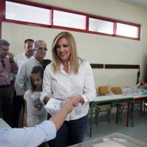 Θεοδωράκης, Γεννηματά ζήτησαν νέα ψηφοδέλτια Η πρόεδρος του ΠαΣΟκ παρέλαβε ένα λερωμένο ψηφοδέλτιο τουΠΑΣΟΚ.