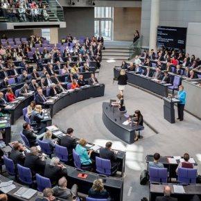 Το Βερολίνο προετοιμάζεται για κυβέρνηση «Τσίπρα ΙΙ»Η γερμανική κυβέρνηση φροντίζει επιμελώς να δείξει ότι δεν ανακατεύεται στον ελληνικό προεκλογικόαγώνα