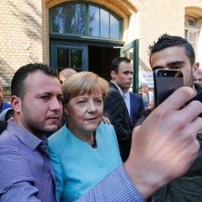 Η Μέρκελ βλέπει τους πρόσφυγες ως λύση στηνκρίση