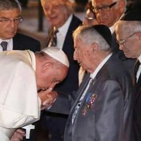 Ο Πάπας προσκυνάει τους Σιωνιστές-Ποιοι είναι στηνφωτογραφία;