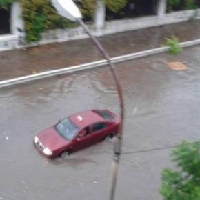 Εικόνες κατακλυσμού του Νώε σε όλη την Ελλάδα – Σφοδρές βροχές αυτή την ώρα στην Αττική(vid,εικόνες)
