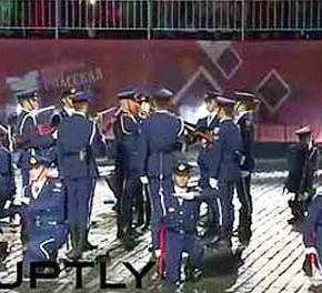 Ο ελληνικός στρατός κλέβει τα βλέμματα σε διεθνές φεστιβάλ(BINTEO)