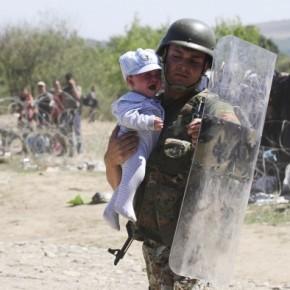H επίσκεψη Τίμερμανς – Αβραμόπουλου «μήνυμα στήριξης στην Ελλάδα για τομεταναστευτικό»