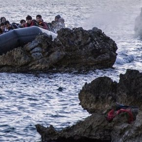 Υγρός τάφος το Αιγαίο – Στους 16 οι νεκροί, μεταξύ των οποίων 11 παιδιά Τα περιστατικά συνέβηκαν σε Λέσβο, Σάμο, Αγαθονήσι – Σε εξέλιξη οι έρευνες για τους 33 αγνοούμενουςπρόσφυγες