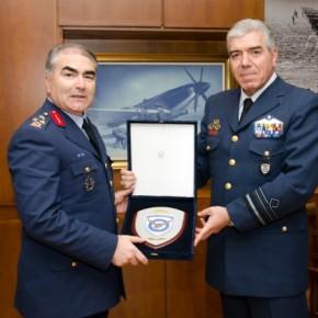 Συνάντηση αντιπάλων στο ΓΕΑ! Ο Τούρκος Αρχηγός Αεροπορικών Δυνάμεων στονΑ/ΓΕΑ!
