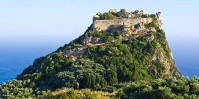 Τα ωραιότερα κάστρα στα ελληνικάνησιά