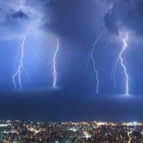 «Σκοτείνιασε» η Αττική- Βροχές και καταιγίδες σε όλη τη χώρα τοΣαββατοκύριακο