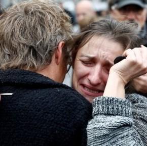 Μεσίστιες σημαίες, δάκρυα, θλίψη και οργή για το χαμό αθώωνανθρώπων