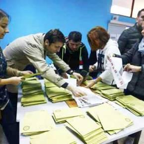 Τουρκία: Μεγάλη νίκη Νταβούτογλου δείχνουν τα πρώτα αποτελέσματα τωνεκλογών
