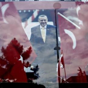 Μεγάλη νίκη Ερντογάν, πιθανή ακόμη και η αυτοδυναμία Μεγάλη νίκη φαίνεται να καταγράφει το Κόμμα Δικαιοσύνης και Ανάπτυξης, σύμφωνα με το κρατικό κανάλι της Τουρκίας, με καταμετρημένο το 50% των ψήφων.Φωτογραφίες