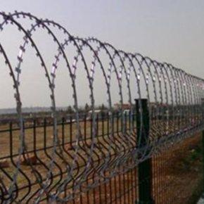 Αποκλιμάκωση της έντασης στην Ειδομένη | Μεταλλικό φράχτη υψώνει η ΠΓΔΜ Πρόσφυγας υπέστη ηλεκτροπληξία στη σιδηροδρομική γραμμή στο μεθοριακόσταθμό