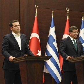 Θόλωσε περισσότερο το τοπίο στις ελληνοτουρκικές σχέσεις μετά την επίσκεψη Τσίπρα στην Αγκυρα Μόνο για τις περιπολίες έδειξε να ενδιαφέρεται ο Νταβούτογλου, που έθεσε δημοσίως θέμα ελληνικών παραβιάσεων στο Αιγαίο και ανακοίνωσε αιφνιδιαστικά τριμερή συνάντηση Ελλάδας-Τουρκίας-Γερμανίας