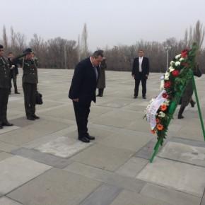 Στο Μνημείο Θυμάτων της Γενοκτονίας των Αρμενίων οΚαμμένος