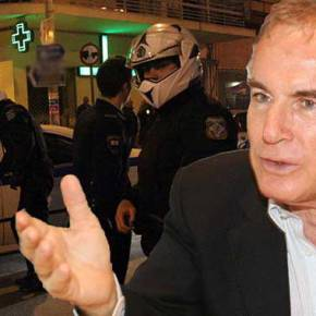 Θυμάστε τον αστυνομικό που πήγε να πατήσει με την μερσεντές του ο Κίμων Κουλούρης; To «φυσάει» και δεν τουκρυώνει…